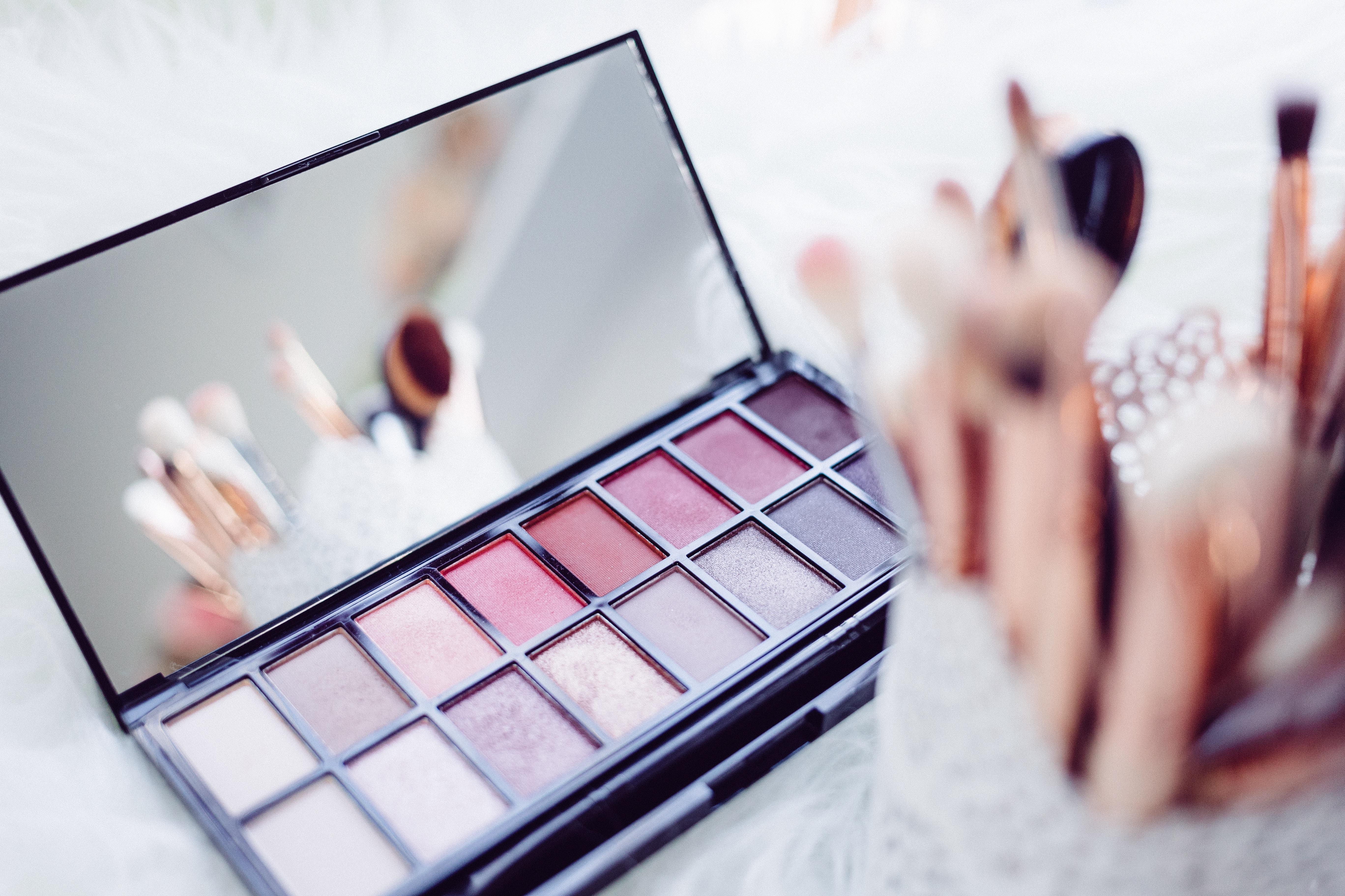 EnjoyPhoenix, Caroline Receveur, Stéphanie Durant... Ces influenceuses qui dominent le marché de la beauté sur Instagram - Stratégies
