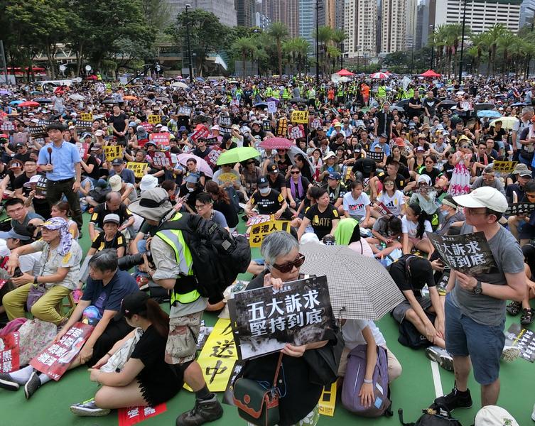 La Chine a manipulé Twitter et Facebook contre les manifestants à Hong Kong